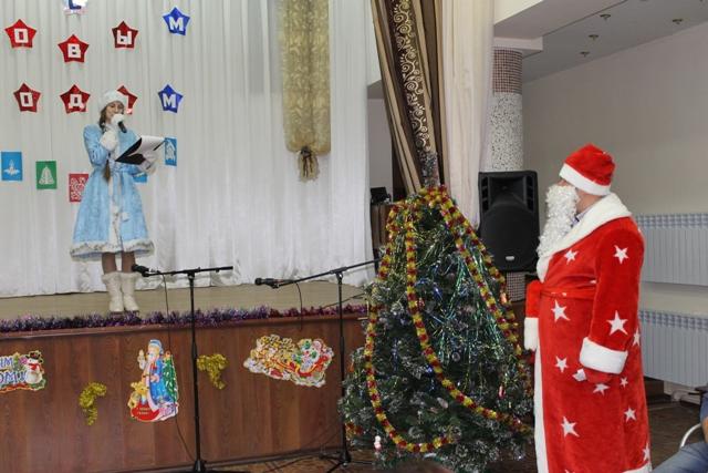 Полицейский дедушка Мороз нанес визит вДолинск
