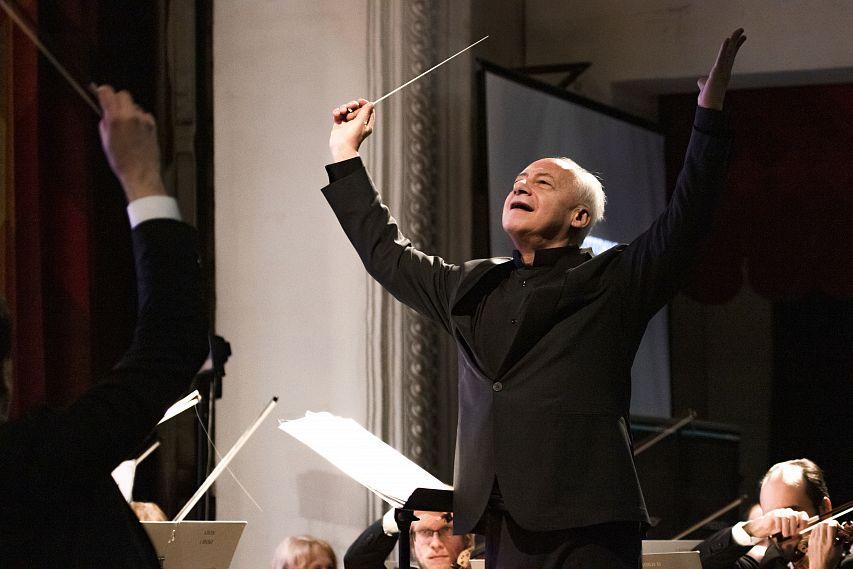 В Новотроицке состоялся долгожданный концерт Национального филармонического оркестра России под управлением Владимира Спивакова